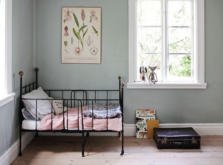 inredning, torp, Gotland, summerhouse, interior, bedroom vintage kids room kidsdecor barnrum  Emmas Vintage