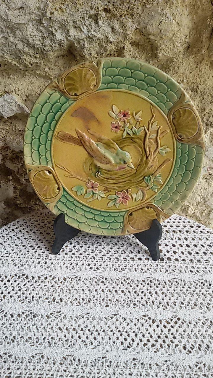 Ancienne assiette en barbotine à décor d'oiseaux / French Antique de la boutique ChezOdileBrocante sur Etsy