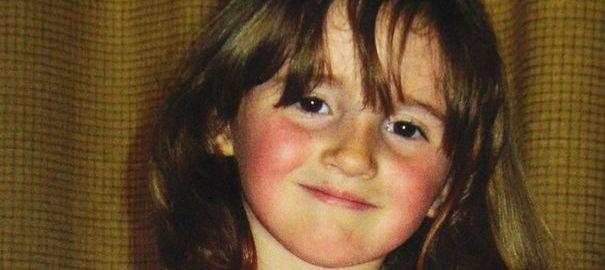 April Jones, âgée de cinq ans, a disparu depuis lundi au Pays de Galles. Un suspect a été placé en garde à vue mais la fillette, qui souffre de paralysie cérébrale, reste introuvable. Le Premier ministre britannique David Cameron a lancé un appel.