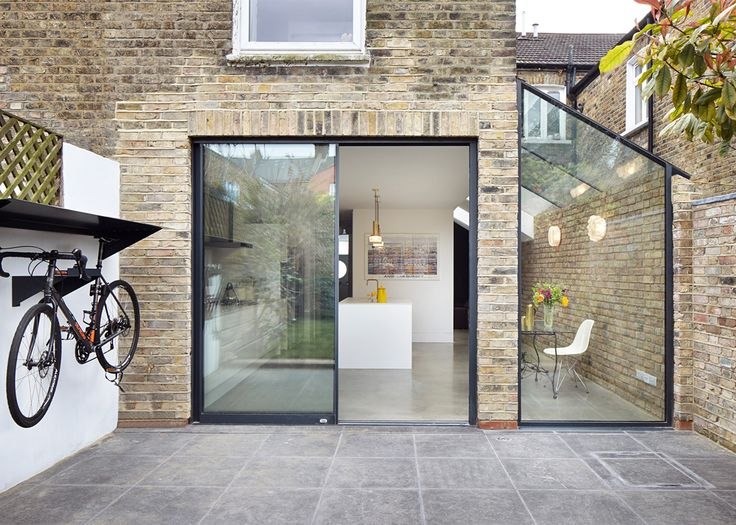 London-based firm Rise Design Studio has recently extended and refurbished a two-storey house for a couple and their daughter in Kensal Rise, London.