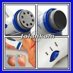 Elektryczna tarka do stóp Pedi Spin to rewelacyjne urządzenie do pielęgnacji stóp. Dzięki niemu usuniesz martwy naskórek,  wygładzisz swoje stopy oraz skutecznie zetrzesz zgrubienia. Posiada pojemniczek, z którego bardzo łatwo oczyścisz, usuniesz martwy naskórek.