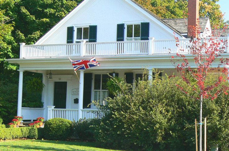 Olde Oakville white home with British flag