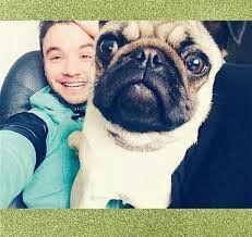 Agustin Casanova con su perra Mara