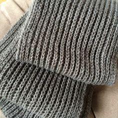 Grand classique du tricot, l'écharpe en côtes perlées, épaisse et moelleuse, est particulièrement appréciée des hommes, mais pas que! A tricoter absolument!