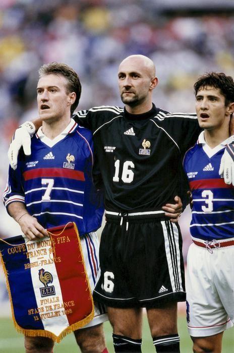 Fabien Barthez avec Deschamps et Lizarazu finale 1998 pendant les hymnes