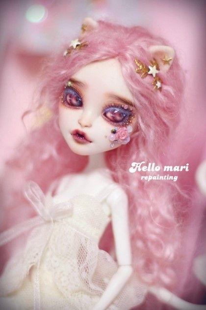 #OOAK #MonsterHigh #DollRepaint #HelloMariRepaint 예전에 해외구매대행으로 몇마리 쟁여놓은 아이중 마지막 아이인 카트린데뮤입니당. 핑크색으로 염색한 모...