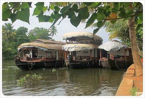 backwater houseboats -how to book a houseboat in kerala