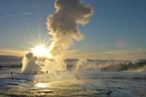 Ooit eens gedacht aan een rondreis door het mooie IJsland? Genieten van de unieke IJslandse natuur, het adembenemende noorderlicht, Imposante vulkaanlandschappen, warmwaterbronnen dit is slecht een kleine greep uit wat je allemaal te wachten staat.