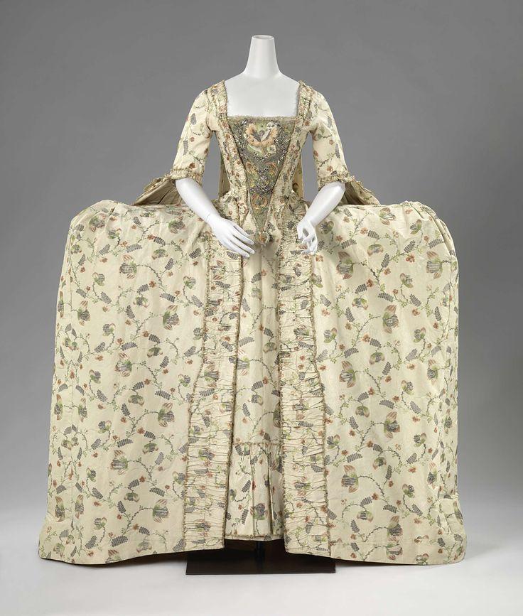 Overjapon of manteau van zijden brokaat, met een crèmekleurig fond waarop veelkleurige zijden, gouden en zilveren bloemen zijn geweven, anoniem, ca. 1765 - ca. 1775