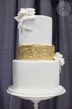 gold glitter wedding cakes 35 best images about royal blue and gold wedding cakes on 14782