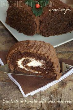 tronchetto al cioccolato e mascarpone con crema goloso e veloce ricetta dolce di natale tronco