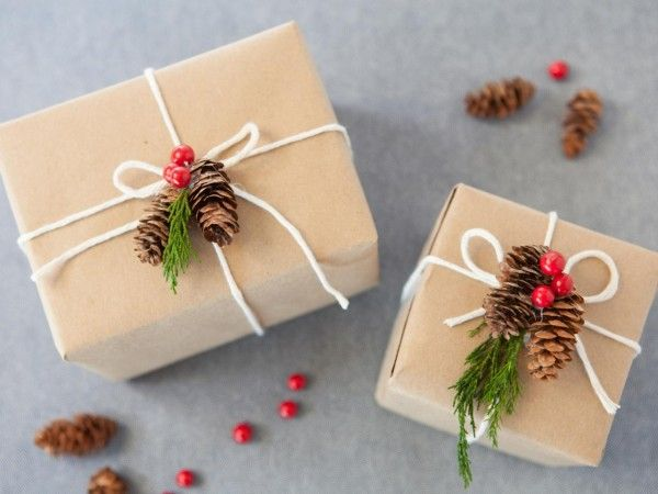 Emballage cadeau DIY avec pomme de pin