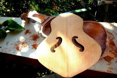 Εργαστηριο Κρητικης Λυρας .....(hand-crafted cretan  musical instruments): ΦΩΤΟΓΡΑΦΙΕΣ ΑΠΟ ΤΗ ΔΙΑΔΙΚΑΣΙΑ ΚΑΤΑΣΚΕΥΗΣ
