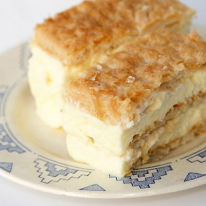 As we read this recipe,we can't help but notice that this Croatian dessert, Kremsnite, is non other than a version of the french mille-feuille, and that the cream is exactly the same as what the french name Diplomat Cream! Who came up with what first doesn't matter, after all whether Croatian or French it seems we are simply human beings in touch with the same creative process!