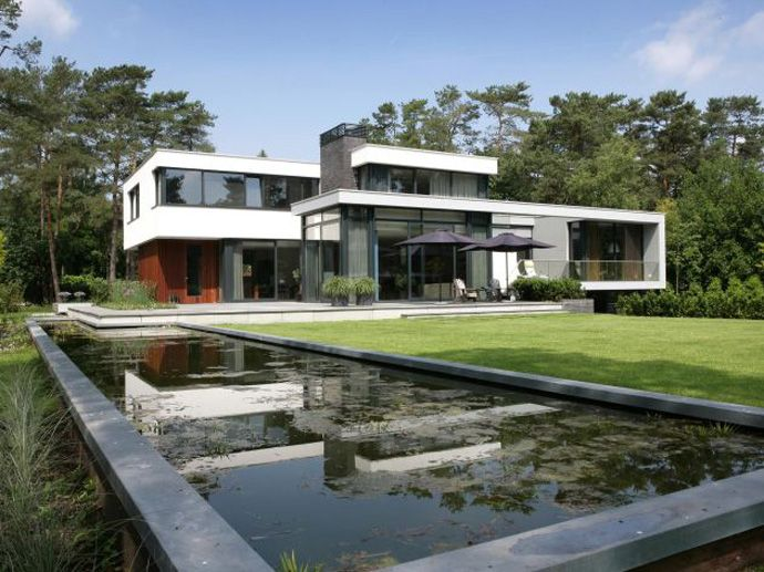Contemporary Modern Residence: House in Bosch en Duin by Maas Architects, in The Netherlands