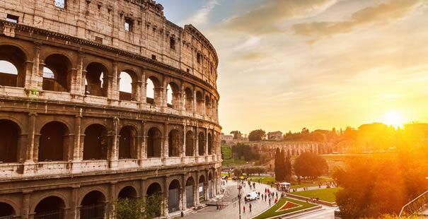 Roma, a lo largo de sus tres milenios de historia, fue una de las primeras grandes metrópolis de la Humanidad. Capital del Imperio romano, una de las civilizaciones más importantes, que influenció la sociedad, la cultura de los siglos sucesivos. Extendió sus dominios sobre toda la cuenca del Mediterráneo y gran parte de Europa. Es la ciudad con la más alta concentración de bienes históricos y arquitectónicos del mundo.