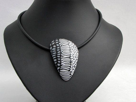 Statement Kette  in schwarz und weiß aus von polymerdesign auf Etsy