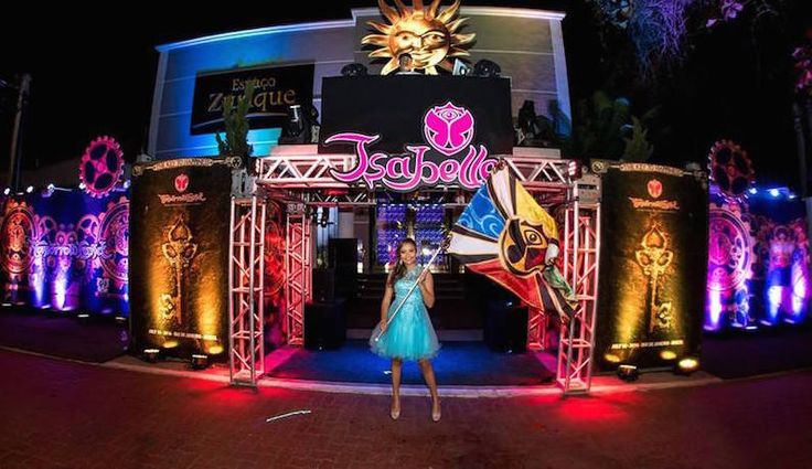 Festa tema Tomorrowland: Isabelle na entrada da festa - Foto: Luiz Claudio Fotografia