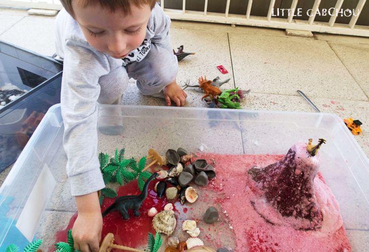 Volcan fait maison, activité parfaite pour anniversaire sur le thème des dinosaures ou pour un bac sensoriel.