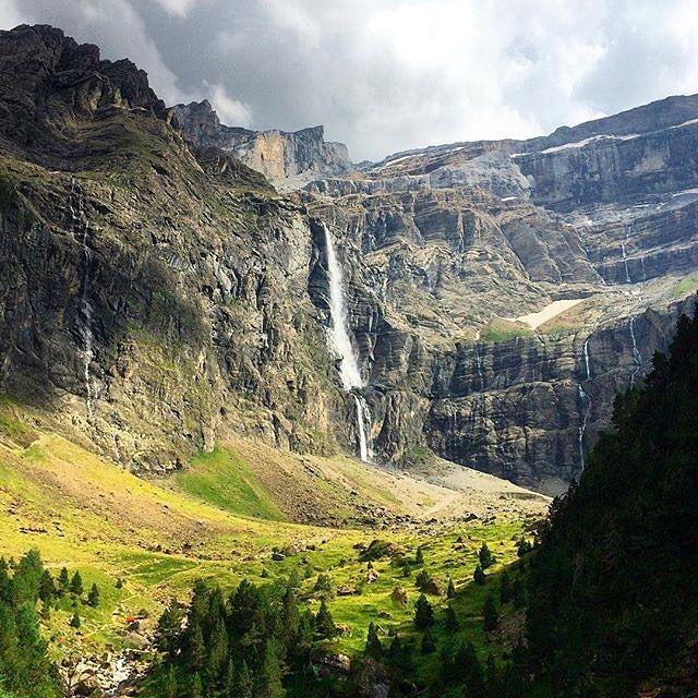 Grandiose ! Comment qualifier autrement le cirque de Gavarnie ? Bravo @asctagram et merci d'avoir partagé cette image avec nous. A bientôt. #TourismeMidiPy #Pyrenees #Gavarnie #hautespyrenees #behapy