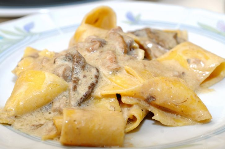 Ecco come preparare la pasta con crema di funghi porcini, primo semplice ma gustoso