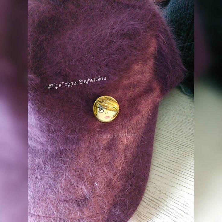 i #cappellini con la tesa in vendita al khissene a #fornacidibarga sono perfetti per le #TipeTappe_SugherGirls versione #spilla!!... affrettatevi sarà aperto solo fino all'8 gennaio!  #barbarasanti #ideeregalo #mywork #myjob #musthave #maipiusenza #viola #purple #spille #pin #bijouxaddicted #hat #hataddicted