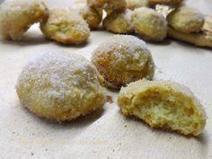 biscotti Morbidi al Latte,sono dei deliziosi bocconcini morbidissimi sono diversi dagli altri biscotti sono inzuppati nel latte e ripassati nello zucchero,