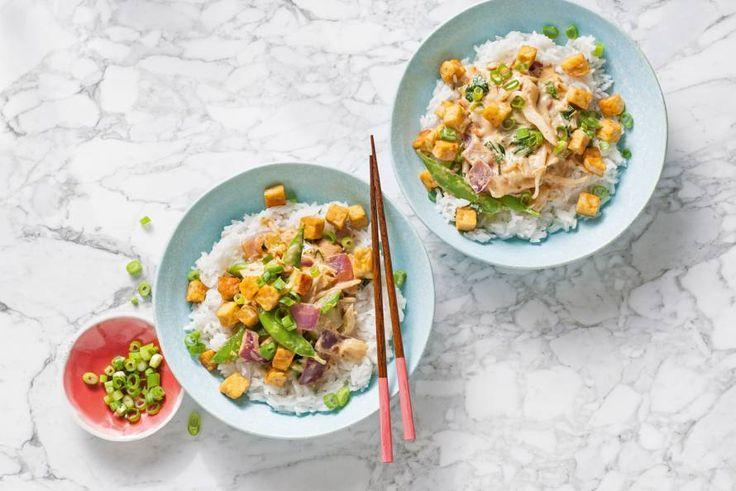 Rijst met Chinese wokgroente en krokant gebakken stukjes tempeh. Heerlijke oosterse avondmaaltijd - Recept - Allerhande
