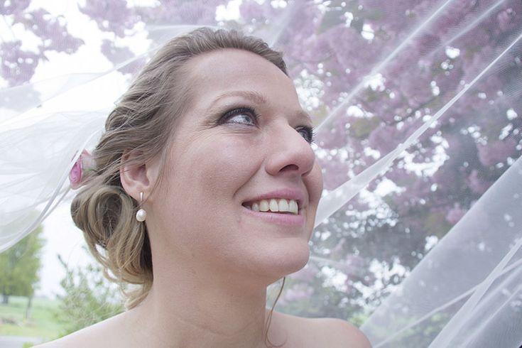 Waarom zou je kiezen voor een #bruidssluier? Op #Trouwgeheimen.nl alles wat je moet weten voordat je overgaat tot de aanschaf van jouw droomexemplaar!
