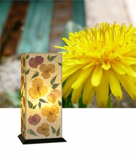 Επιτραπέζιο φωτιστικό Aldora, με φλοράλ σύνθεση και διακτριτικό φωτισμό, που συμπληρώνει το φωτισμό του υπνοδωματίου ή του σαλονιού. Δείτε όλα τα φωτιστικά της σειράς Floral Chic στη σελίδα μας http://www.artease.gr/fotistika/floral-chic/
