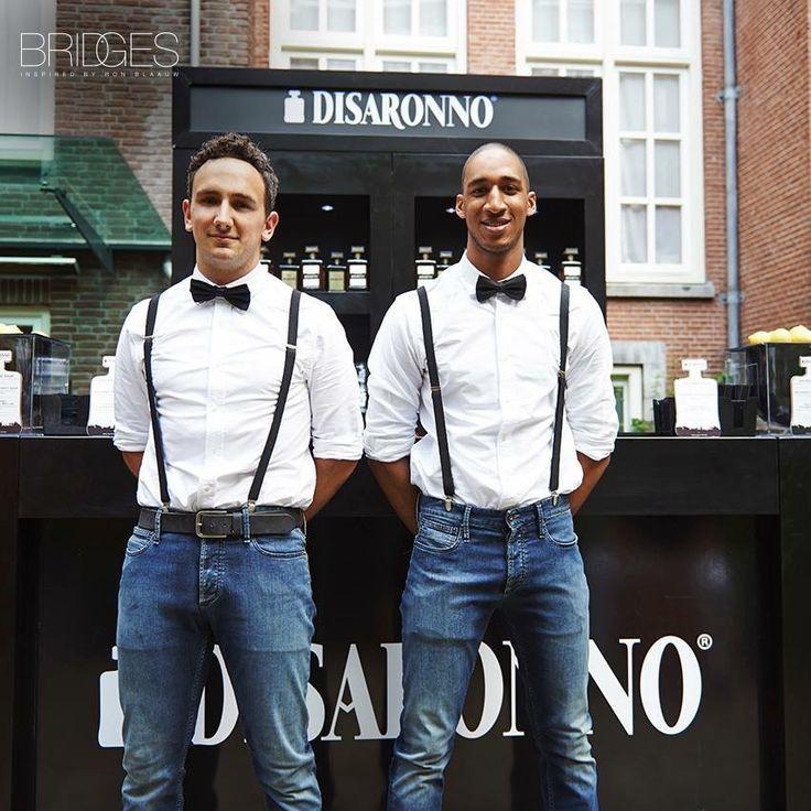 Horeca kleding bij Restaurant Bridges via Disaronno                                                                                                                                                                                 Más