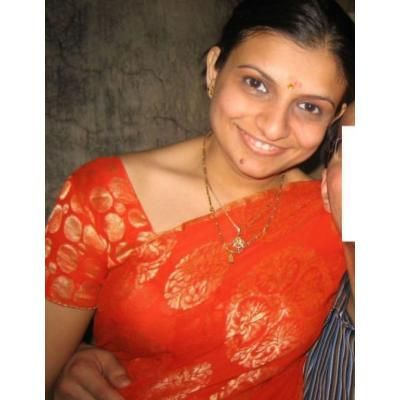 Mallu aunty in orange saree