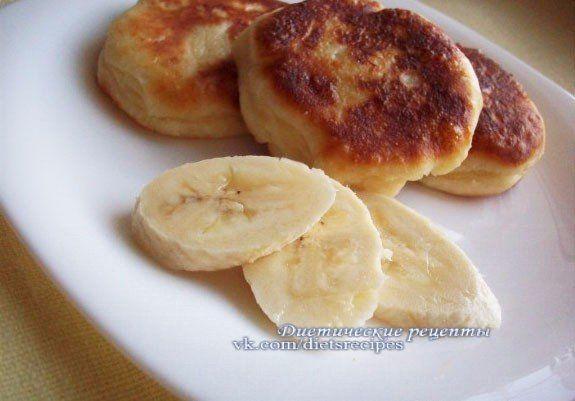 http://core-business.ru Сырники с бананом без муки, сахара и масла 🔸на 100грамм - 87.8 ккал🔸Б/Ж/У - 12.32/1.45/6.24🔸 Ингредиенты: Творог обезжиренный 300 г Отруби овсяные 20 г Банан 1 шт. Яйцо 1...