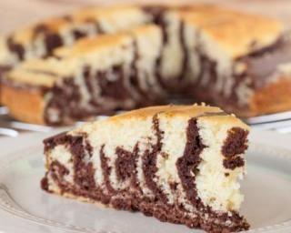 Gâteau zébré vanille-chocolat : http://www.fourchette-et-bikini.fr/recettes/recettes-minceur/gateau-zebre-vanille-chocolat.html