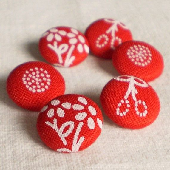 Fabric Covered Buttons - Hungarian Blue Dying Flowers Unexpected In Red - 6 Small Fabric Buttons - I would like to have this pattern in blue to make pillows.