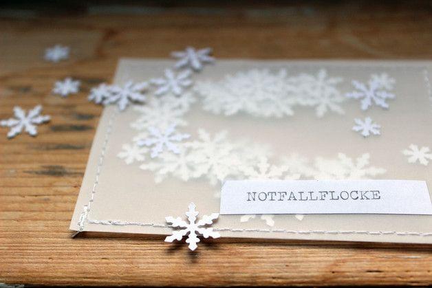 Schneeflocken aus Papier für den Notfall, falls die weiße Weihnacht ausbleibt / little paper snowflakes for a white christmas made by halfbird via http://DaWanda.com