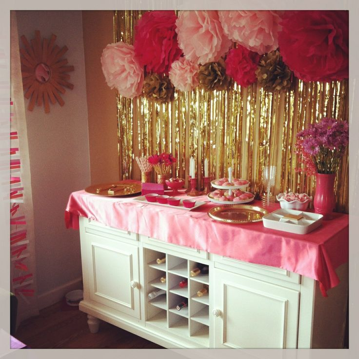 Gold Wall Streamers: Kids Party (pink, White, Gold Decorations)