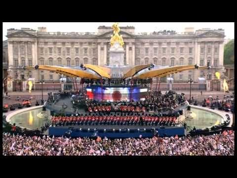 The Queens Diamond Jubilee Concert - Robbie Williams Opening