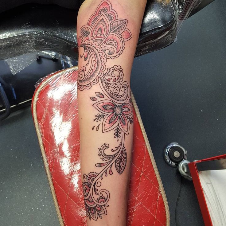 30 Traditional Paisley Tattoo Designs - Tenderness, Beauty & Originality Check more at http://tattoo-journal.com/best-paisley-tattoo/