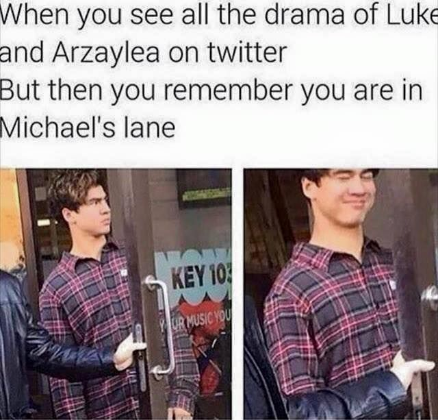 THAT ME HAHAHA SUCKS FOR YOU LUKE AND CALUM AND ASHTON GIRLS!!