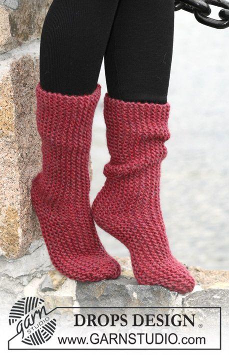 """Rätstickade DROPS sockor i """"Eskimo"""" stickade sidledes. Gratis mönster från DROPS Design."""