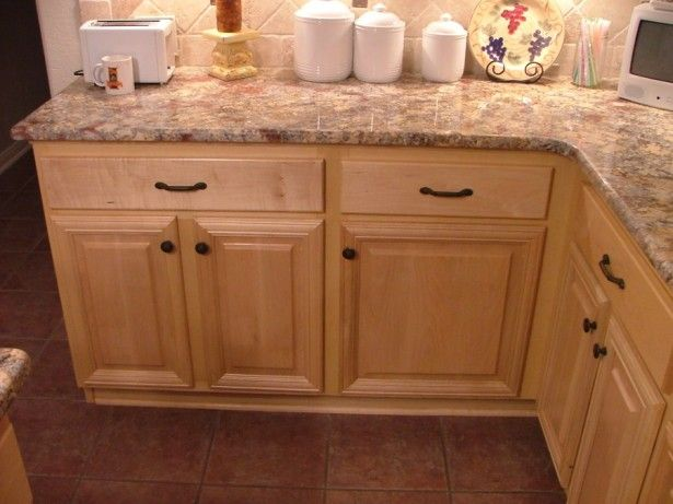 Light brown colored design of wooden maple in kitchen for Bleached maple kitchen cabinets