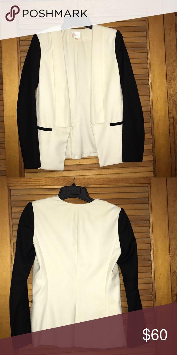Parker jacket Parker jacket. Creme and black. Front pockets. Back slit. Fully lined.  Poly/wool/rayon blend. Parker Jackets & Coats