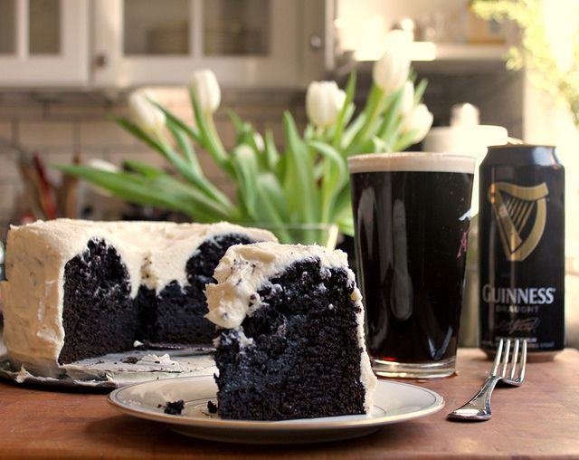 Chocolate Guinness Cake: Desserts, Guinness Chocolates Cakes, Chocolates Guinness, Guiness Cakes, Chocolates Guiness, Beer Bas Food, Guinness Cakes, De Guinness, Beerba Food