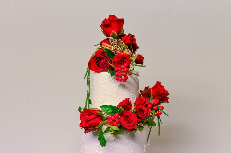 dekorierte hochzeitstorte, hochzeit, torte, wedding, cake, flowers, red roses, weddingcake
