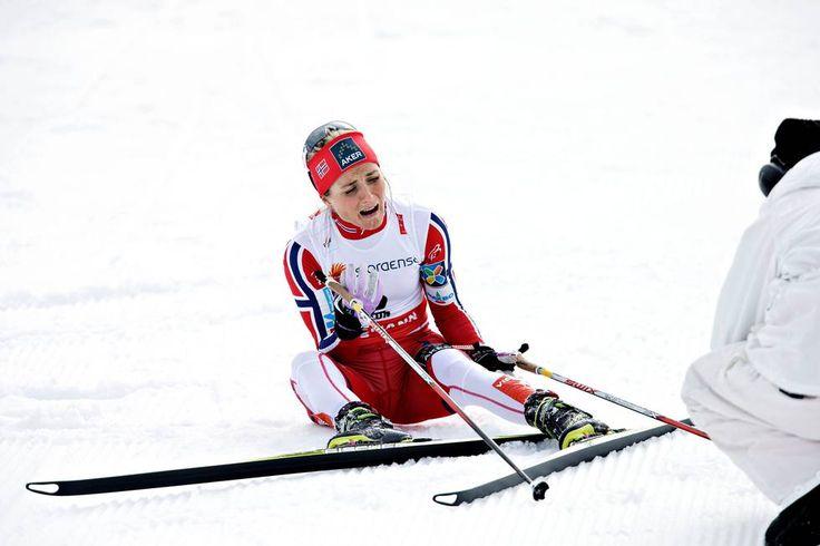 Therese Johaug i tårer etter seieren på 15 km skibytte (Foto: Tor Høvik)