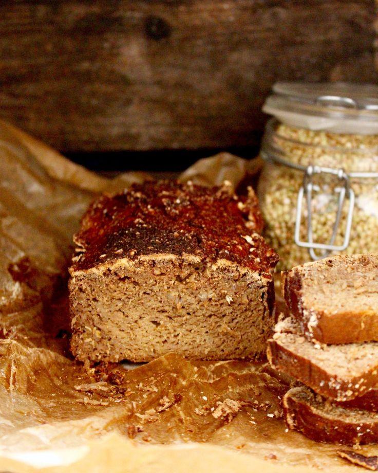 Så enkelt och ursprungligt… Ett rent och naturligt, glutenfritt bröd som är baserat på riktigt gammeldags tekniker. Brödet innehåller bara en ingrediens egentligen: bovetet. Det är tekniken s…