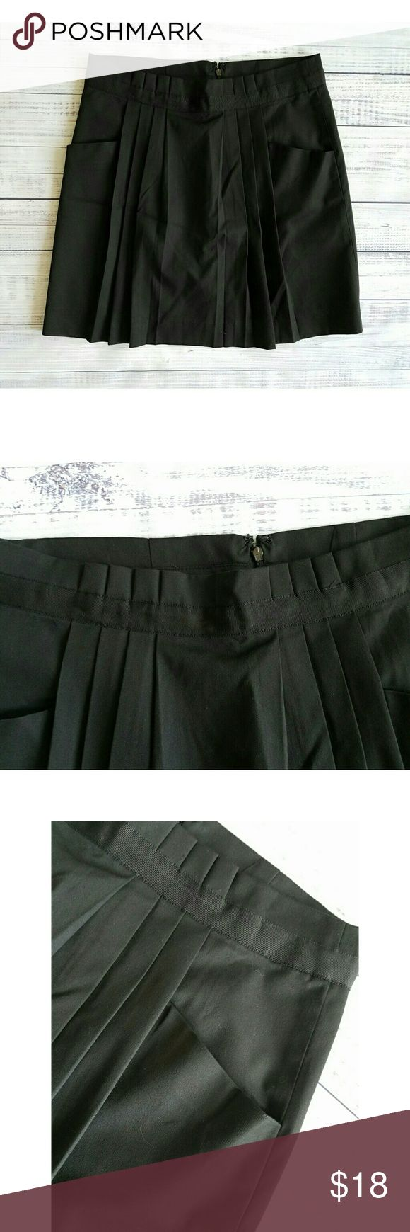 Gap career skirt Lightly worn  Pleated front Pockets Linned  Polyester, viscose, spandex 16 inch waist laying flat 19 inches long GAP Skirts A-Line or Full