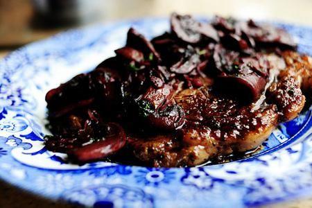 Filetes de carne con salsa de hongos y vino tinto - IMujer