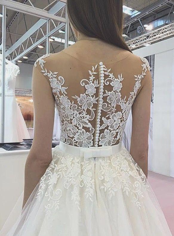 Charming back  #tinavalerdi #tenderness #nudeperfection #2017 #weddingdress #weddingfashion #weddingday #bride #design #collection #style #nude #manufacturer #wholesale #spain